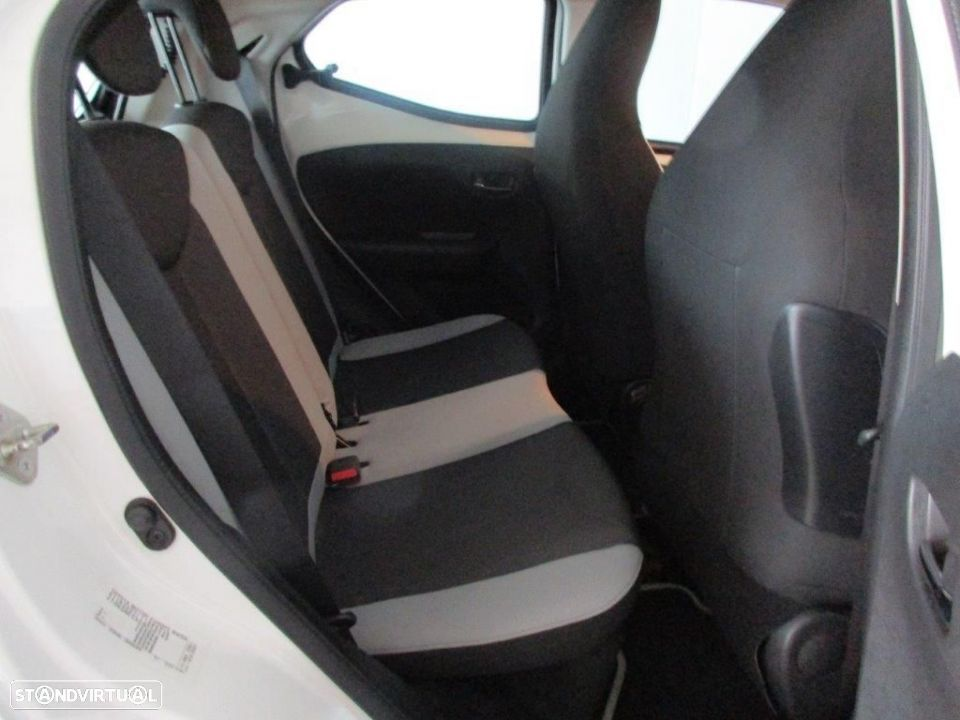 Toyota Aygo 5P 1.0 x-play + AC + x-touch - 13