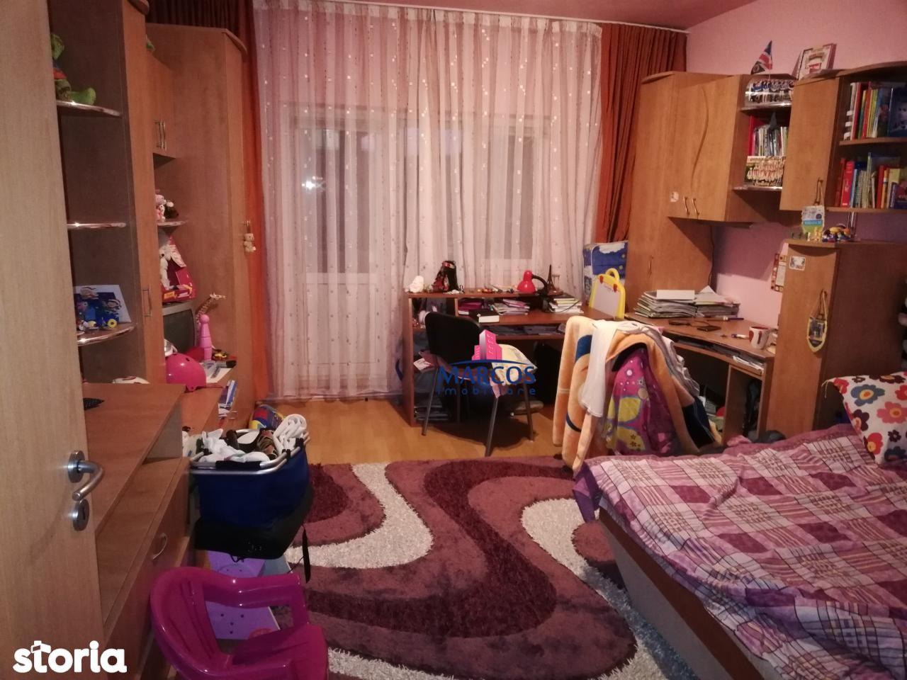 Apartament de vanzare, Caraș-Severin (judet), Reșița Română - Foto 3