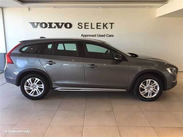Volvo V60 Cross Country 2.0 D3 Momentum Geartronic - 6