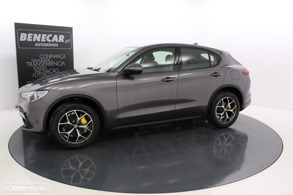 Alfa Romeo Stelvio 2.2 Turbo Q4 Super AT8 210cv Cx. Aut. GPS / Cam. Traseira - 2