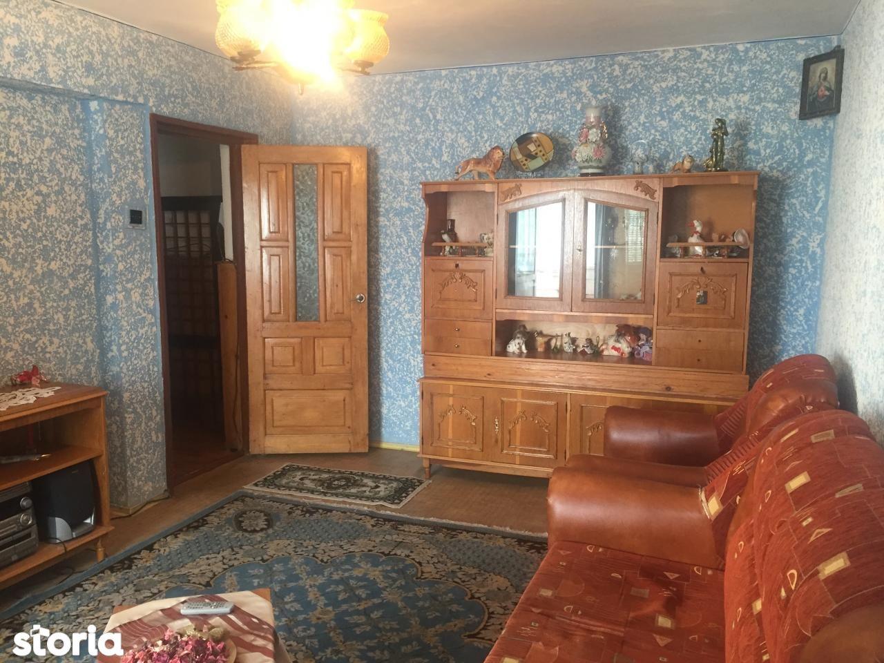 Apartament de vanzare, Bacău (judet), Centru - Foto 2