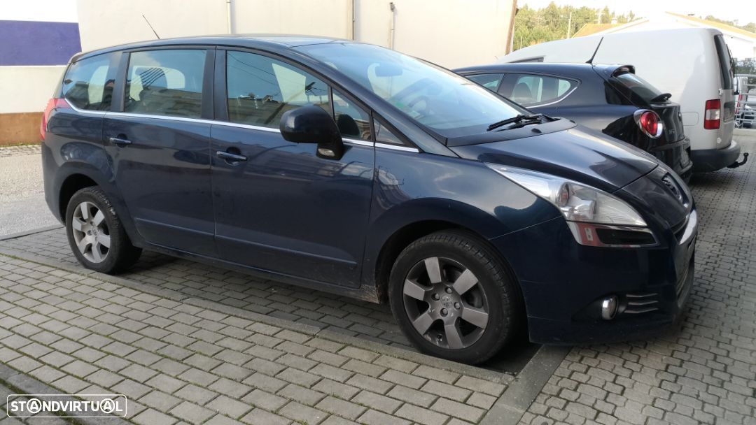 Peugeot 5008 1.6 - 7 Lugares - 1