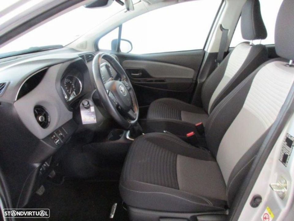 Toyota Yaris 1.4D 5P Comfort + Pack Style - 14