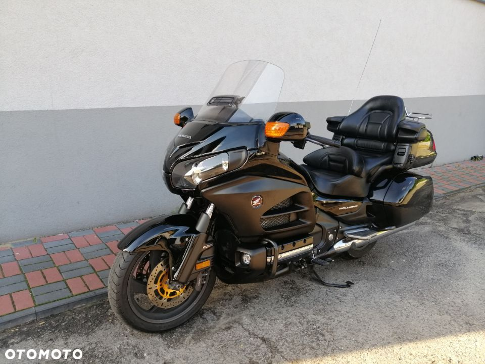Honda GL Honda GL 1800 Gold Wing 2014 black edition - 1