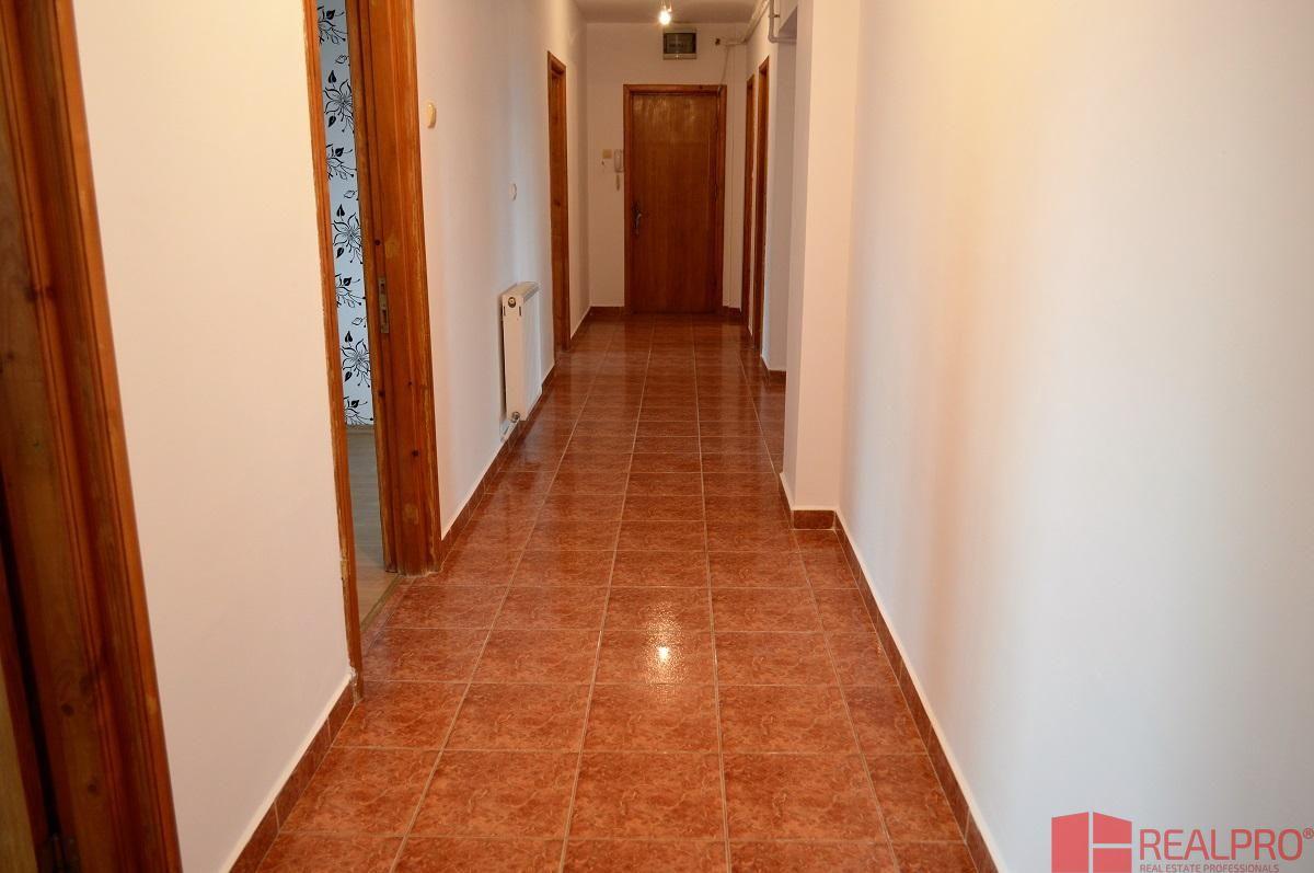 Apartament de vanzare, Argeș (judet), Banat - Foto 3
