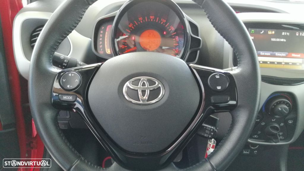 Toyota Aygo 5P 1.0 x-play + A+ x-touch - 19
