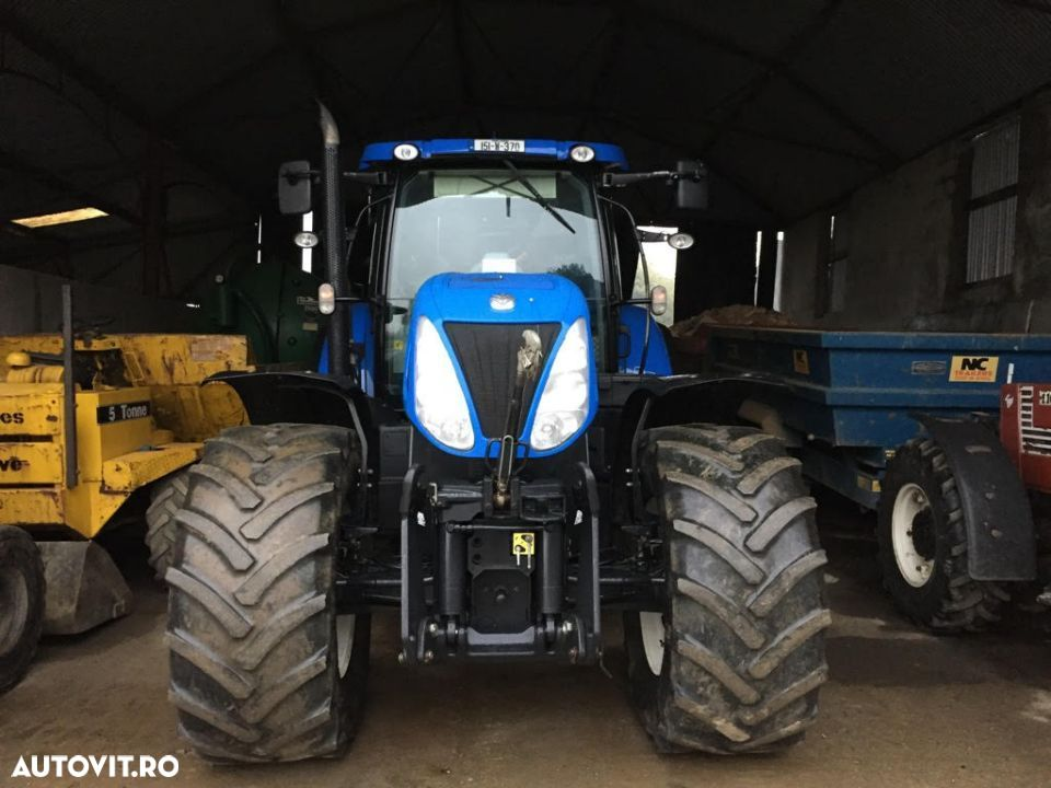 New Holland T7. 235 - 10