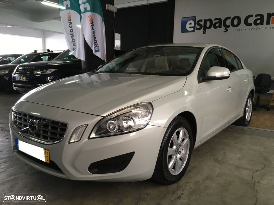 Volvo S60 D3 Momentum Geartronic - 1
