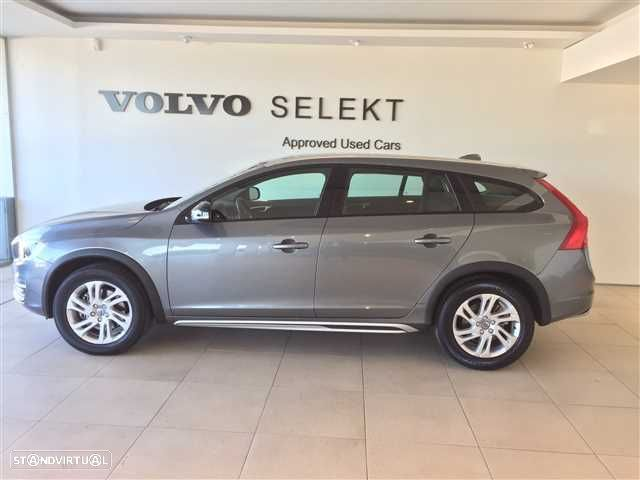 Volvo V60 Cross Country 2.0 D3 Momentum Geartronic - 2
