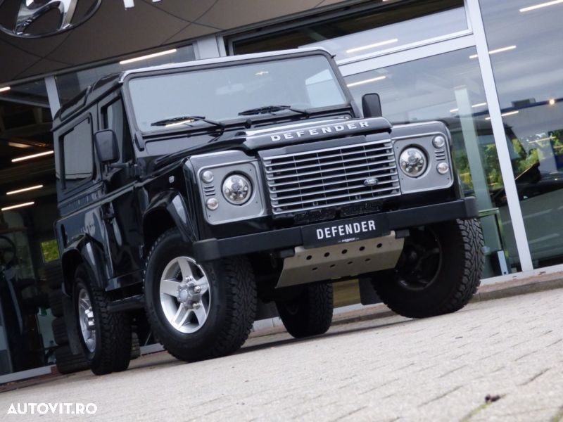 Land Rover Defender - 1