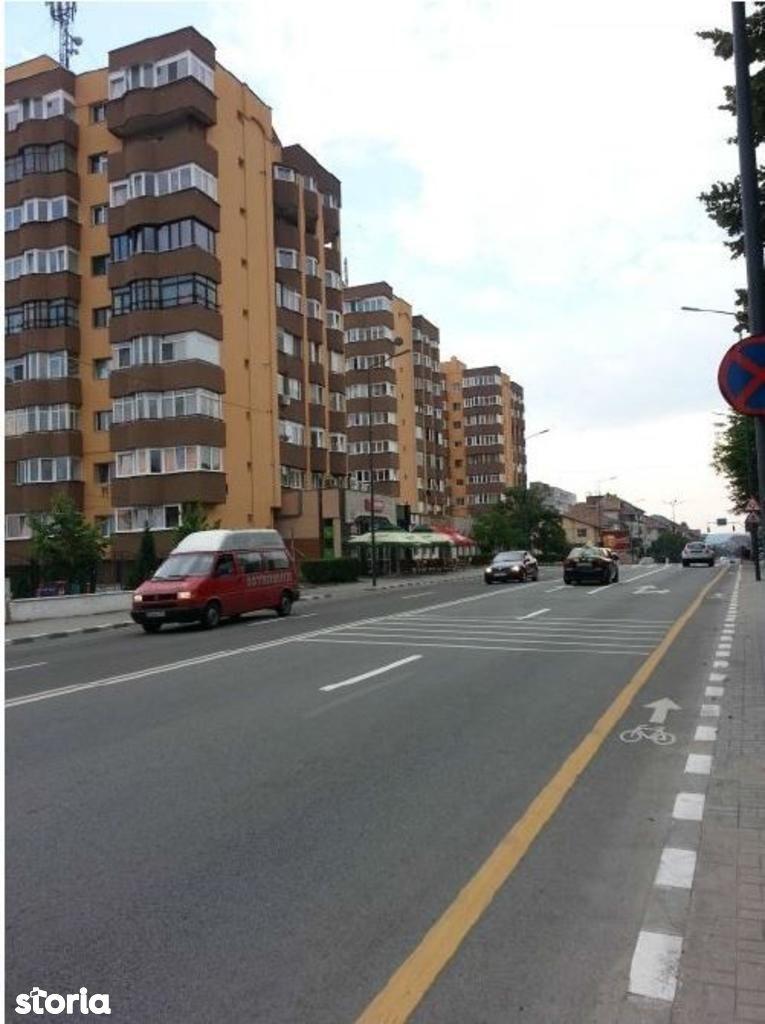 Apartament de vanzare, Vâlcea (judet), Strada Liviu Rebreanu - Foto 1