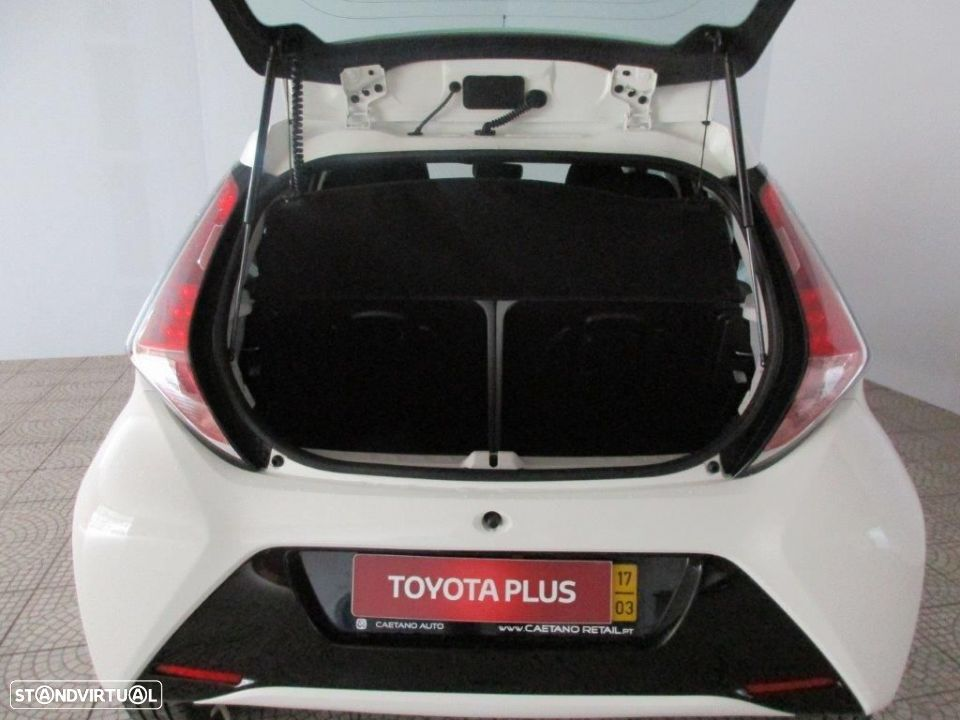 Toyota Aygo 5P 1.0 x-play + AC + x-touch - 7