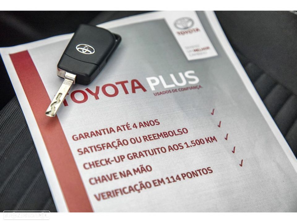 Toyota Yaris 1.4D 5P Comfort + Pack Style - 23