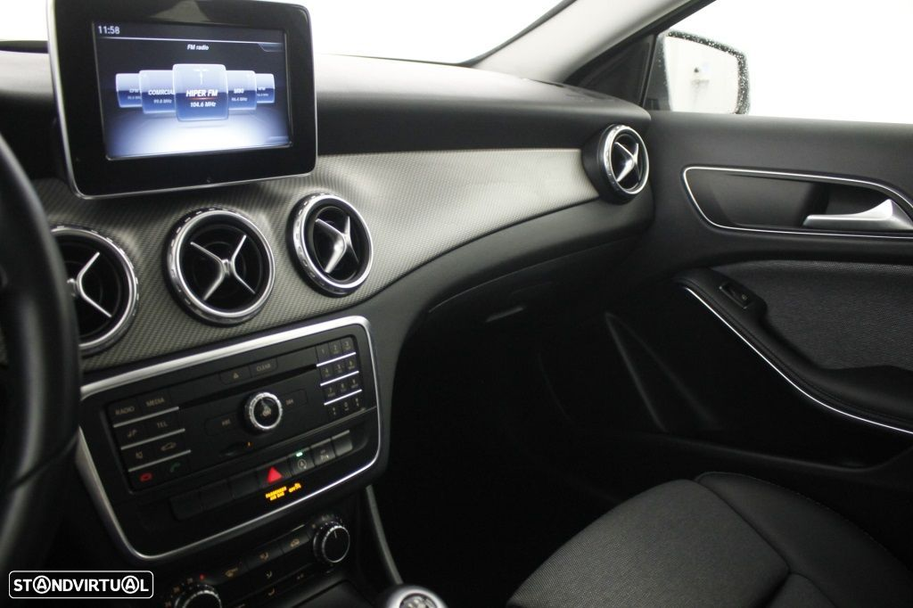 Mercedes-Benz GLA 180 Sport Utility Vehicle Style - 29
