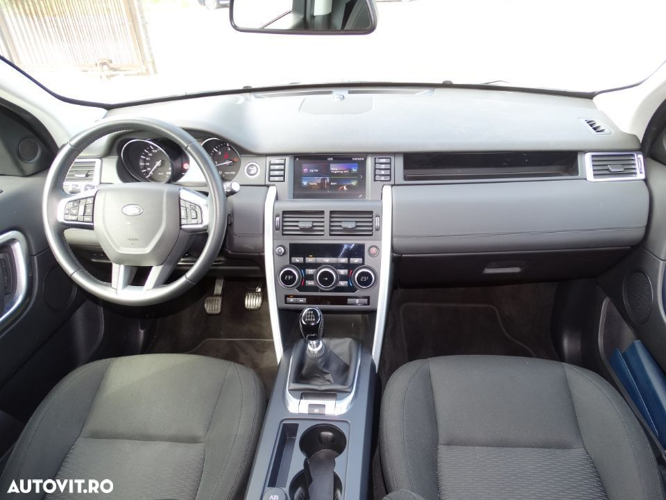 Land Rover Discovery Sport - 11