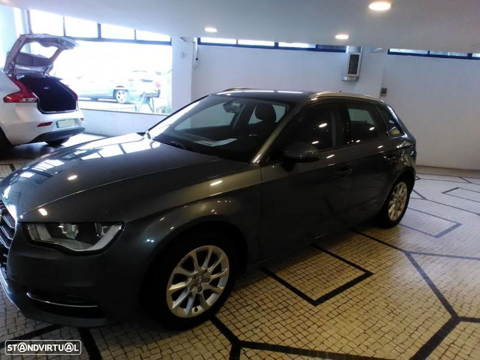 Audi A3 SportBack 2.0 TDI 150cv Attraction - 2