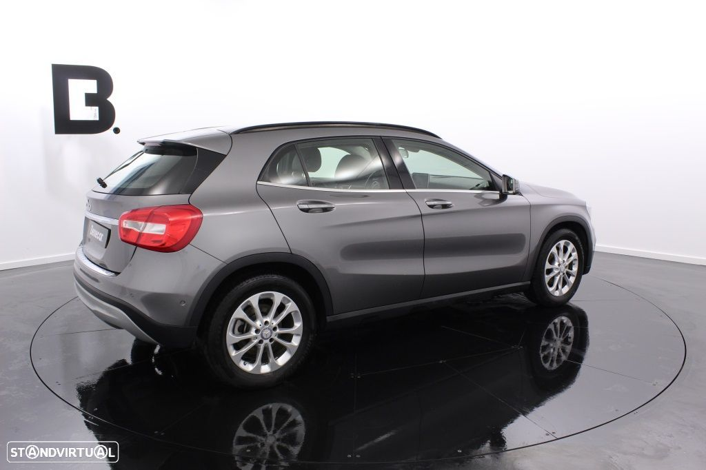 Mercedes-Benz GLA 180 Sport Utility Vehicle Style - 8
