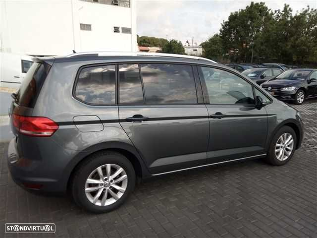 VW Touran 1.6 TDI Confortline - 4