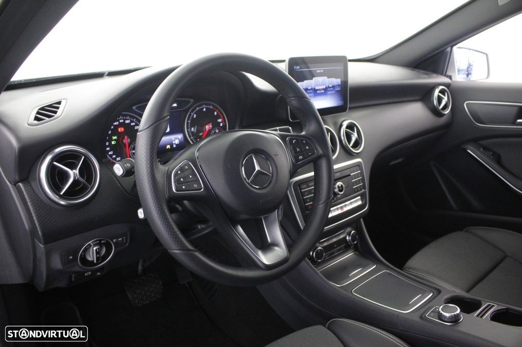Mercedes-Benz A 180 CDi Final Edition Cx. Aut. - 21