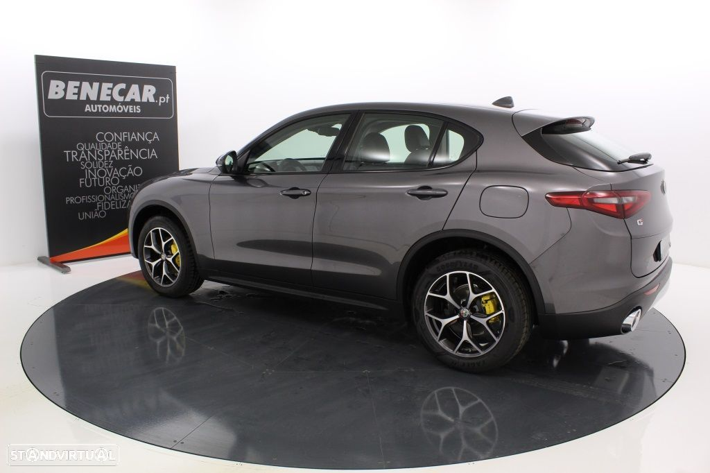 Alfa Romeo Stelvio 2.2 Turbo Q4 Super AT8 210cv Cx. Aut. GPS / Cam. Traseira - 4