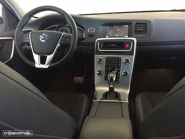 Volvo V60 Cross Country 2.0 D3 Momentum Geartronic - 9