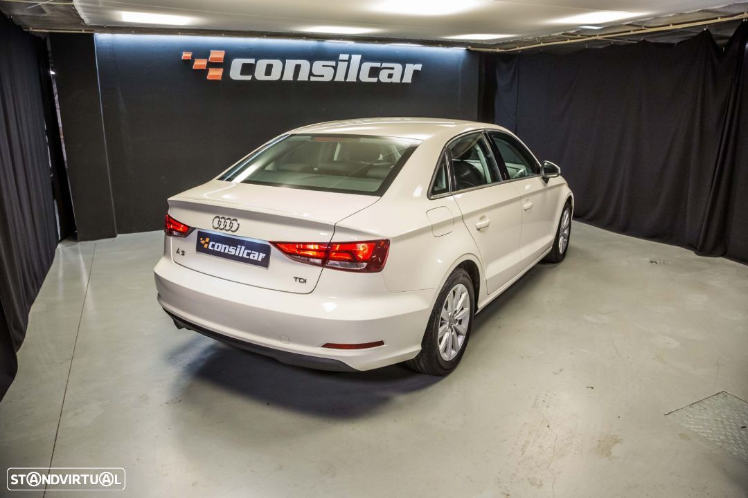 Audi A3 Limousine 1.6TDI M6 Attraction Pack - 7