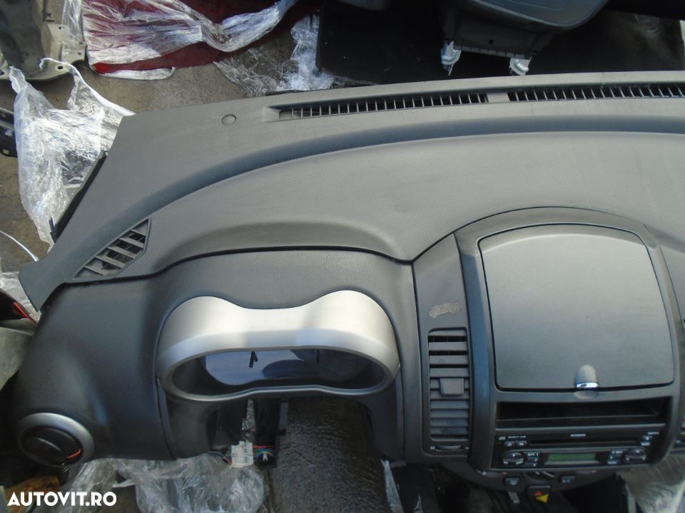 Plansa de bord cu airbag volan si pasager Nissan Note din 2006 - 2