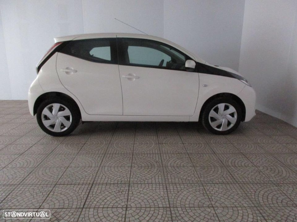 Toyota Aygo 5P 1.0 x-play + AC + x-touch - 17