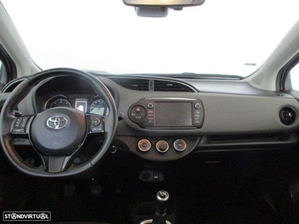 Toyota Yaris 1.4D 5P Comfort + Pack Style - 6