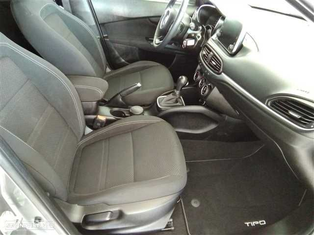 Fiat Tipo 1.6 M-Jet Lounge DCT - 10
