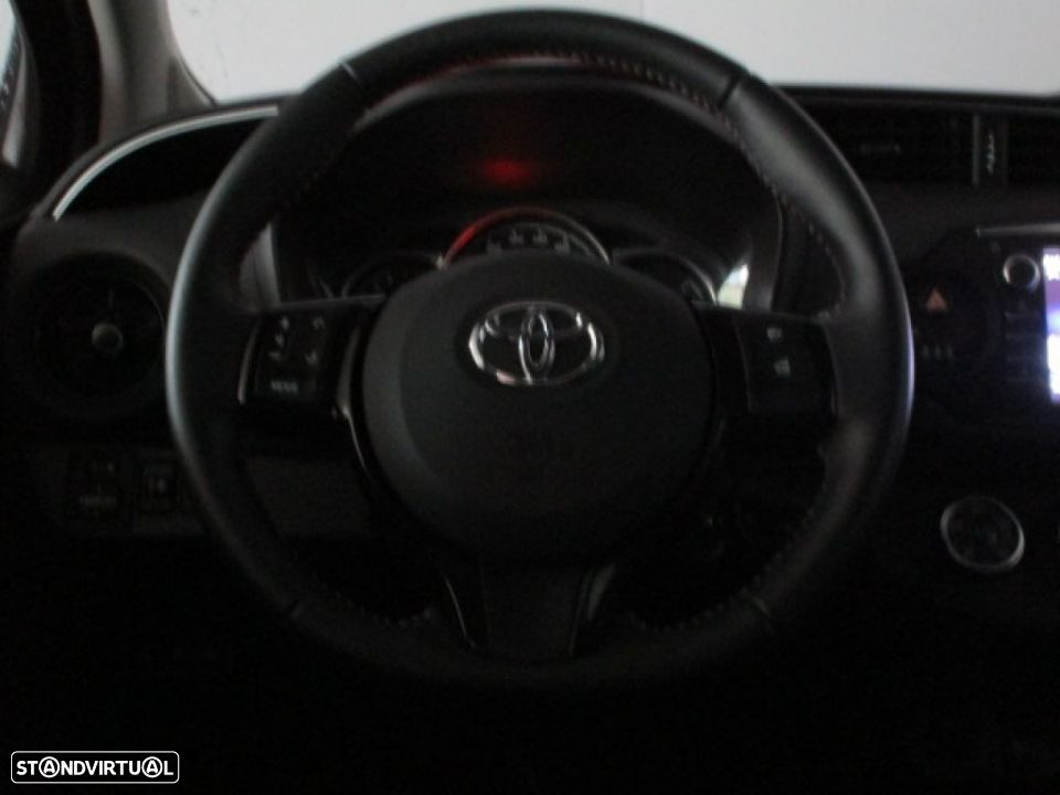 Toyota Yaris 1.0 5P SQUARE Collection - 8