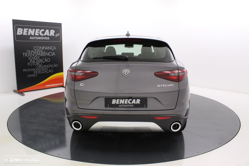 Alfa Romeo Stelvio 2.2 Turbo Q4 Super AT8 210cv Cx. Aut. GPS / Cam. Traseira - 6