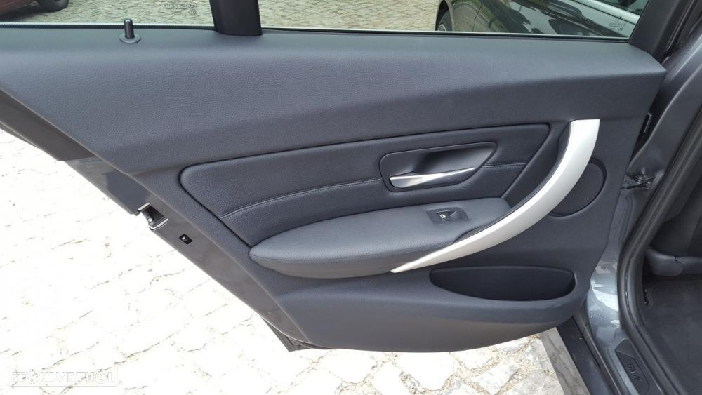 BMW 325 d Touring Pack M - 32