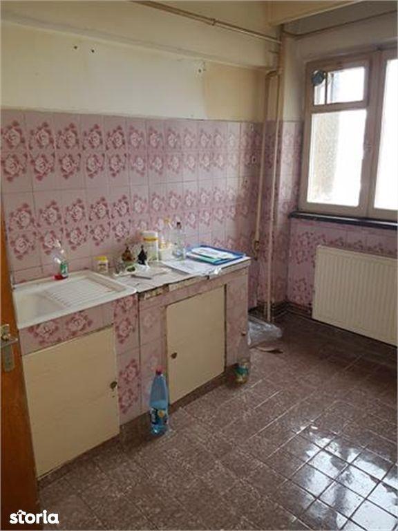 Apartament de vanzare, Argeș (judet), Bulevardul Nicolae Bălcescu - Foto 2