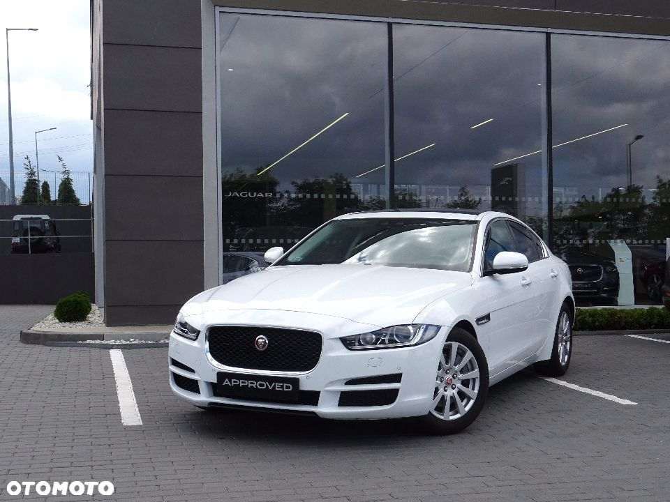 Jaguar XE 2.0 P 200KM RWD Pure Panorama Navi Parking Komfort - 1