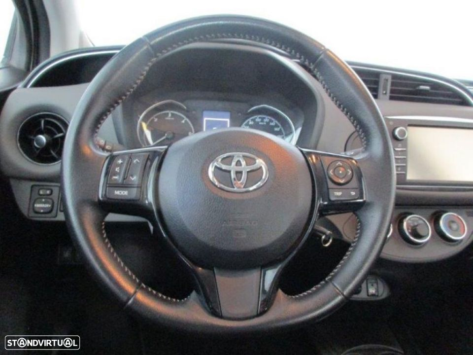 Toyota Yaris 1.4D 5P Comfort + Pack Style - 9