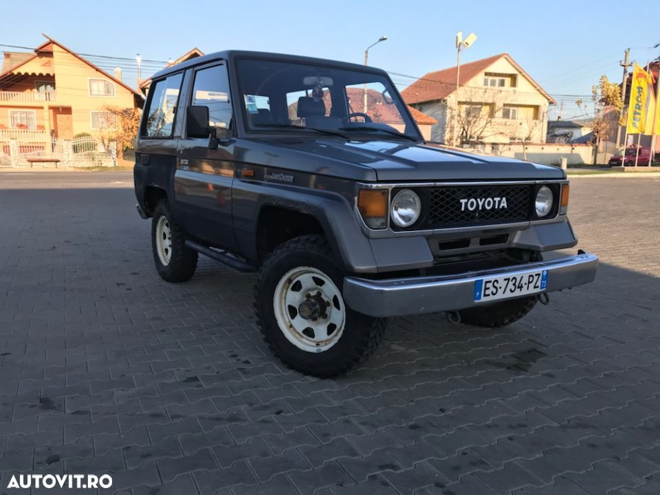 Toyota Land Cruiser - 1