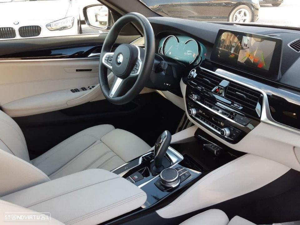 BMW 530 d Touring Auto Pack M - 2