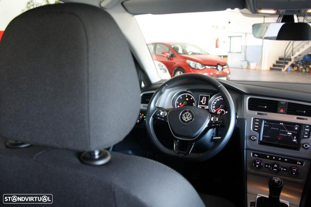 VW Golf 1.6 TDi BlueMotion Confortline - 20