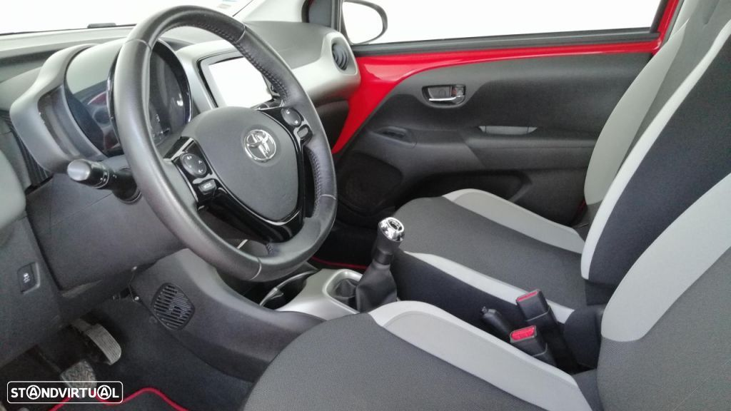 Toyota Aygo 5P 1.0 x-play + A+ x-touch - 12