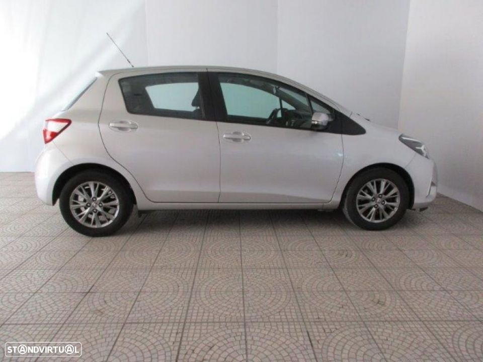 Toyota Yaris 1.4D 5P Comfort + Pack Style - 19