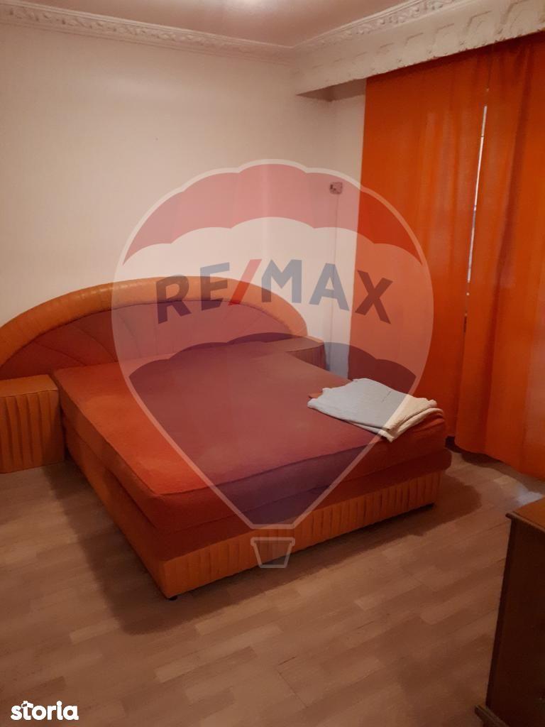 Apartament de vanzare, Vrancea (judet), Bulevardul București - Foto 2