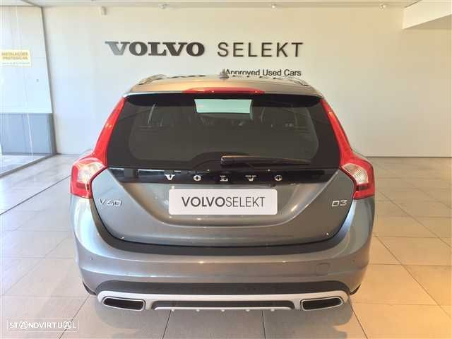 Volvo V60 Cross Country 2.0 D3 Momentum Geartronic - 3