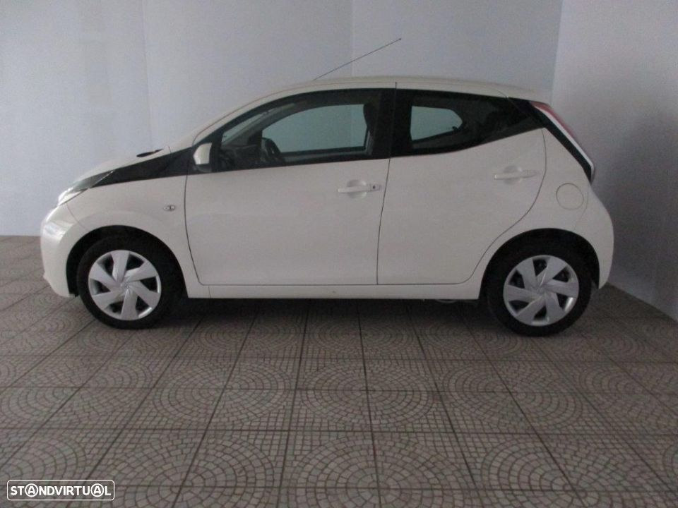 Toyota Aygo 5P 1.0 x-play + AC + x-touch - 18