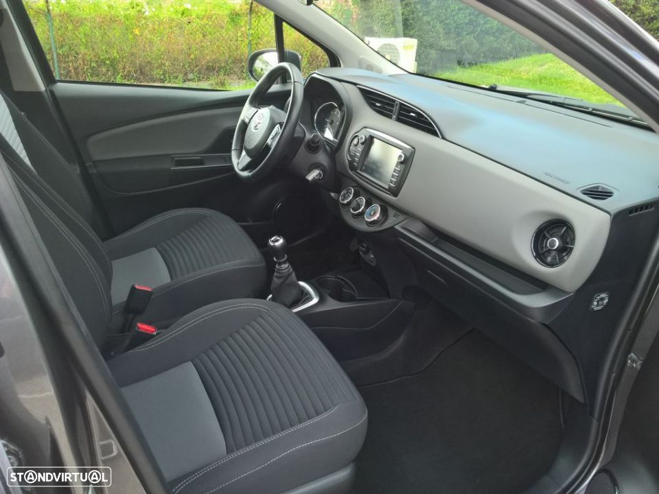 Toyota Yaris 1.4D 5P Comfort + Pack Style - 16