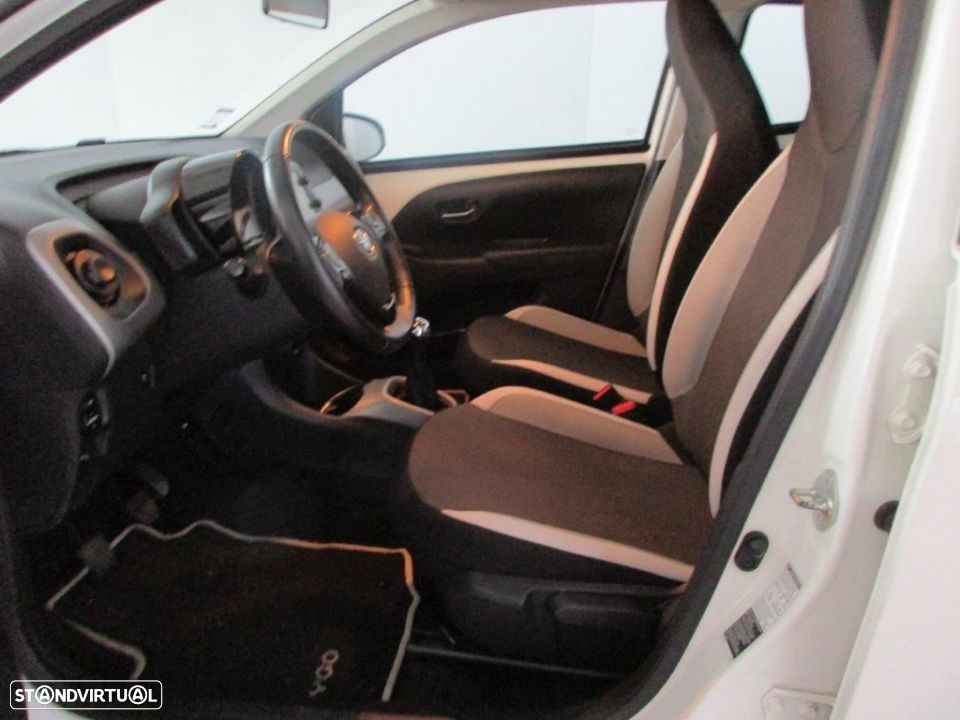 Toyota Aygo 5P 1.0 x-play + AC + x-touch - 12