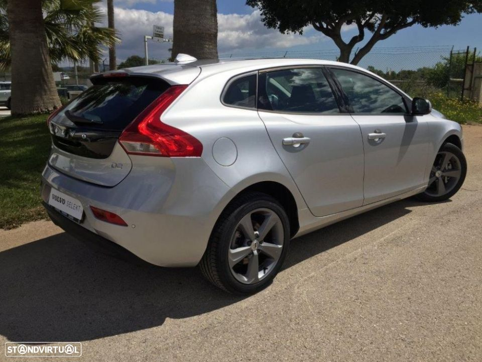Volvo V40 2.0 d2 momentum geartronic - 4