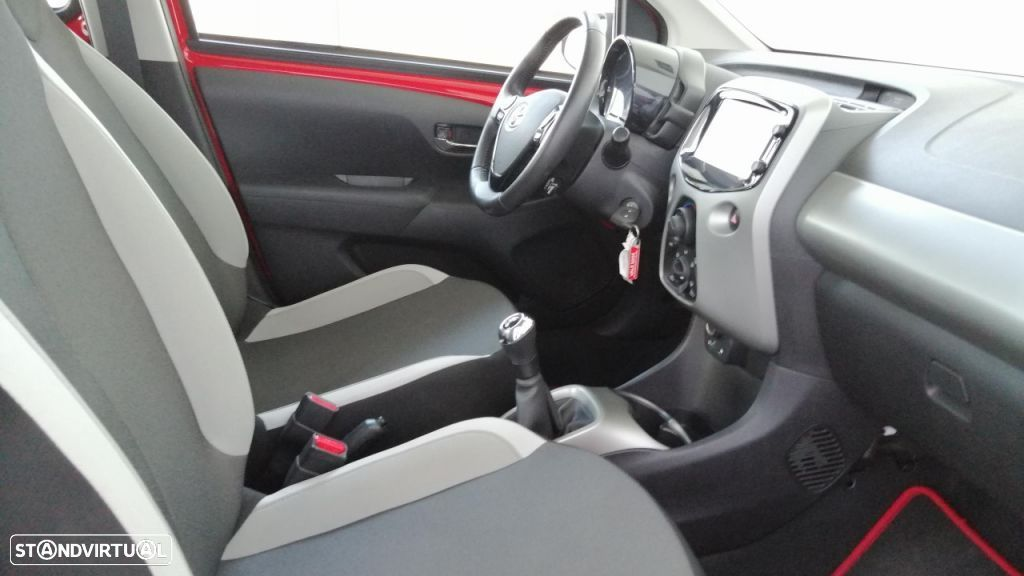 Toyota Aygo 5P 1.0 x-play + A+ x-touch - 13