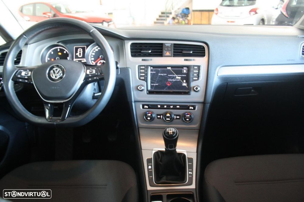 VW Golf 1.6 TDi BlueMotion Confortline - 21