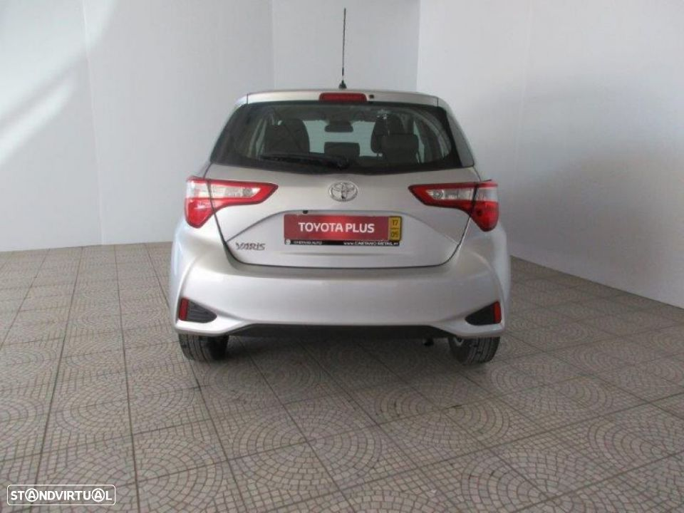 Toyota Yaris 1.4D 5P Comfort + Pack Style - 22